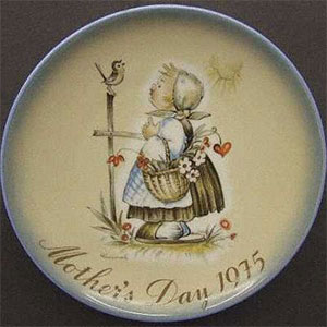 schmid-berta-hummel-mothers-day-plate-1975-Message-of-Love