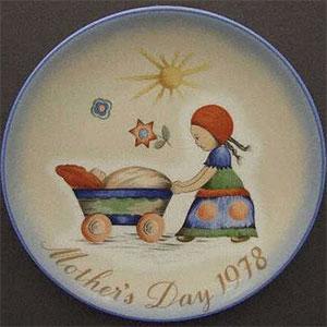 schmid-berta-hummel-mothers-day-plate-1978-Afternoon-Stroll