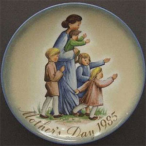 schmid-berta-hummel-mothers-day-plate-1985-A-Mother's-Journey