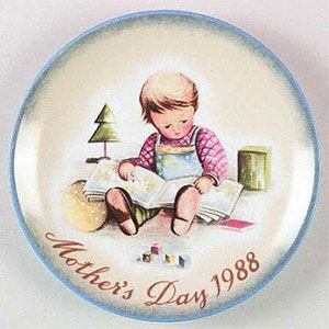 schmid-berta-hummel-mothers-day-plate-1988-Young-Reader